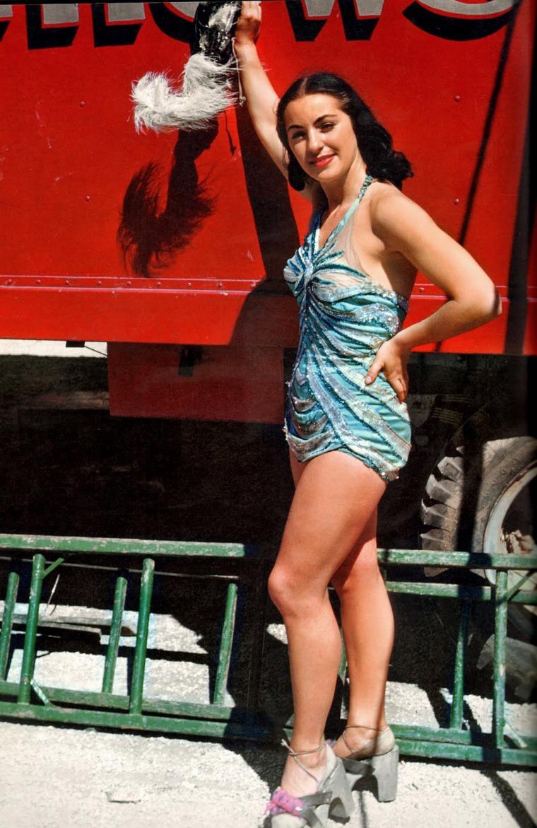 Aerial-ballet-showgirl-1949